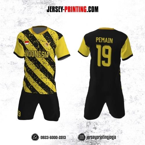 Jersey Futsal Hitam Kuning Motif Stripe dan Bercak