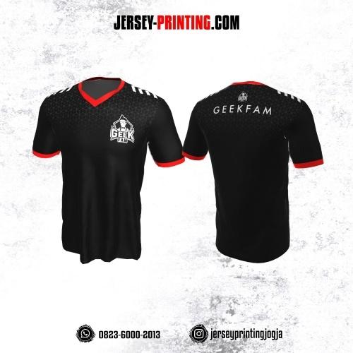 Jersey Gaming Esports Hitam Strip Putih Merah Motif Geometris Abstrak