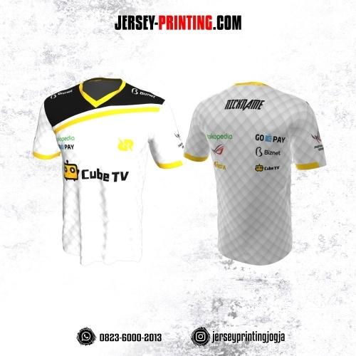 Jersey Gaming Esports Putih Hitam Strip Kuning Motif Geometris